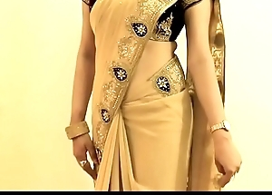 HOT GIRL SAREE Debilitating and Showing her NAVEL and BACK