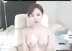 Korean a difficulty sexiest girl shows her big boobs round ass