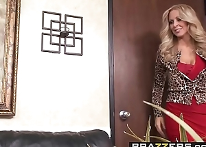 Brazzers - Milfs Like it Big -  This Ones A Keeper scene cash reserves Julia Ann and Keiran Lee