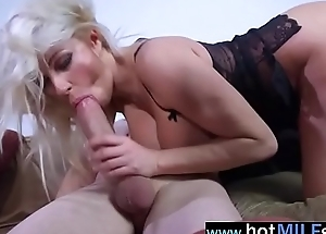 Gorgeous Milf (michelle thorne) Enjoy Hardcore Sex On Big Cock video-24