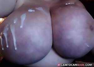 Staggering giant tits mom teases with lotion live show on cam